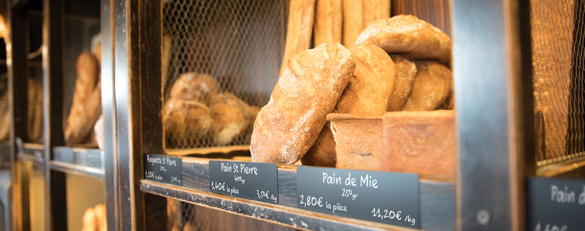 Bread displayed with a luxurious price card design